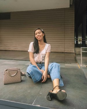 Casually chillin' on this photo but I had so much stuff to do 🙈 Still, happy weekemd guys!  Photo by: @katrinmarielle_ #bloggersinteractiveph #MNLBloggersPH #clozette #VinaPresets