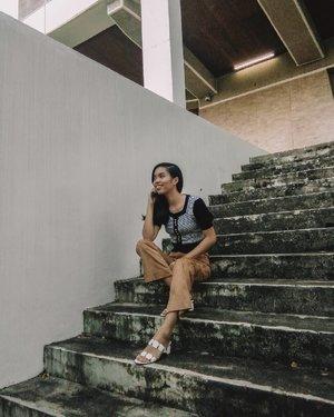 Stair-ing game 😅  #bloggersinteractiveph #MNLBloggersPH #clozette #VinaPresets