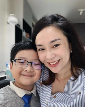 Happy Sunday! Bray's real excited about school tomorrow coz he's been appointed class monitor for the semester heh... so cute. And yup he's going through a tie 👔 phase now 😁 . . . #clozette #familytime #motherson #myson #motherhood #workhardplayhard #blue #stripes #necktie #sundayfunday #wefie #iphonexsmax #portraitmode #smile #happymom #sgmummy #happy #sunday