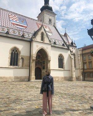 1880. #ootd #travelootd #travel #croatia #zagreb #stmarkschurch #style #clozette #otherworldlyofficial #stylenanda #hm #converse #converseleather #latergram