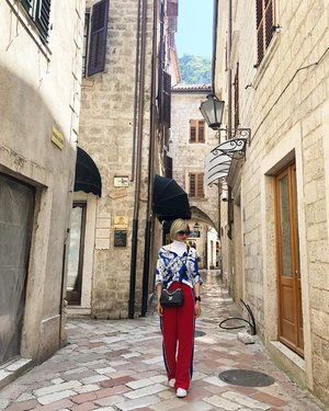Explore. #ootd #travelootd #travel #balkans #montenegro #style #clozette #zara #converse #converseleather #latergram