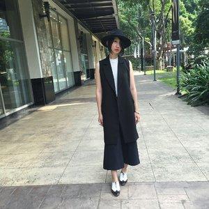 Black is my summer color. #ootd #clozette #clozetteambassador #fashion #style #bermudas #oxfords #latergram