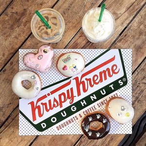 Your favorite @krispykremeph 🍩 now comes with emojis too! 💍💑💗👍🏼☕️😄 Celebrate the love and create personalized memories with your very own #ShareTheKK❤️ donut now! #charleneajosenoms #KrispyKreme #EmojiPark #events #GeiserMaclang #clozette #clozetteco #charleneajose
