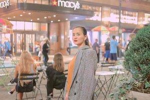 Small girl, big dreams 🗽🌆💃🏻   Avon Perfectly Matte Lipstick in Mauve on my lips 💋#AvonBeautyInsider #AvonPh #clozette