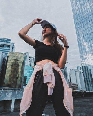 The world is yours. ❤️ 📸 @jennofortaleza . . . #clozette #ModelsPh #commercialmodelsph #influencerPh #portraitphotography #fashionblogger #fashionista #likeforlike #followme #stylefeedph #pilipinasootd #ootd #igersmanila #ootdph #marlinacarlos #lookbook #ootdmagazine #follow4follow  #photography #bloggerbandfam #thecreatorclass #makeupph #thtfmodels