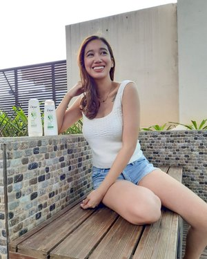 """""""I swear, I'm as free as my hair."""" ❤️ I love #DovePH's new limited edition bottles!!! They help us embrace our natural locks even more!!! Get the bottle that suits you most and be a dove girl too!!! I got """"Wavy hair, Make them stare!!"""" #MyHairMySay #DovePH"""