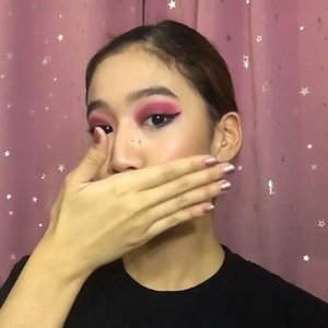 3AM Makeup hits!! 😂 Who doesn't love a little magenta??💕