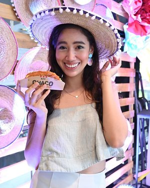 All smiles cause I got to try the super yummy KFC Chaco!!!!!😋❤️☺️ This all-chicken no shell taco is the best!!! It will be available on May 9, 2019 for 99 pesos! 😋 You guys better try it!!!!! #LocoOverChaco #KFCChaco @kfcphilippines  Photo by @kervinluy