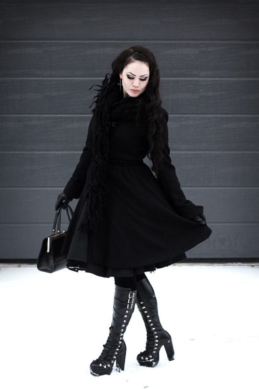 40s winter fashion meets big Gothic boots. Style by the lovely Moth. Visit her blog here: http://mothmouth-throughthelookingglass.blogspot.com/