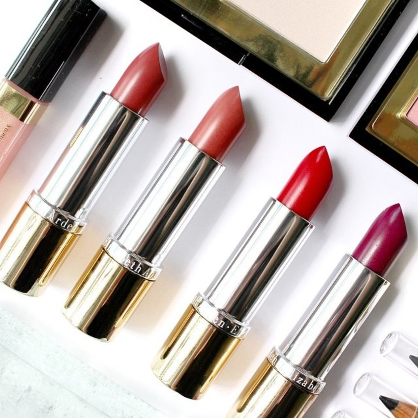 A closer look at these 4 gorgeous #lipsticks from #ElizabethArden Limited Edition All Day Chic Holiday Color Collection! I'm drawn towards that #purple shade immediately! 😍💜 You can see the whole set that I got for only S$84 (retails for S$119) that consists of products worth more than S$1000 in an earlier post. Once again, I got it from #BestBuyWorldSG. 😘 #clozette