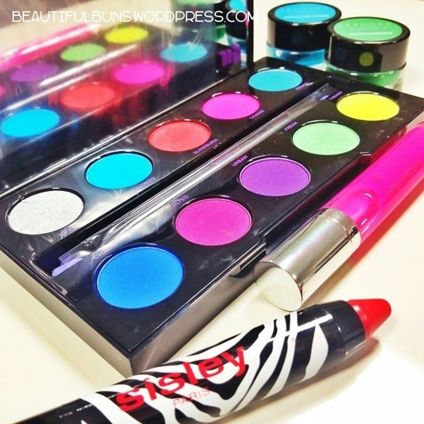 Taking a trip down memory lane with this super bright technicolour eyeshadow palette that reminds me so much of watercolour art lessons back then :D