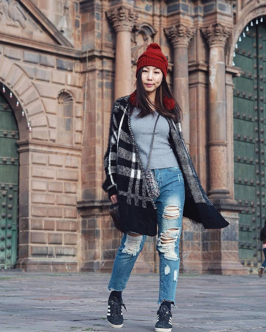 Girl wearing a casual outfit with a beanie
