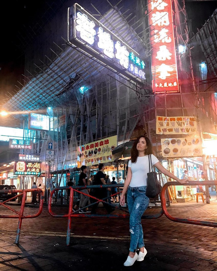 Girl travelling in white shirt and distressed jeans