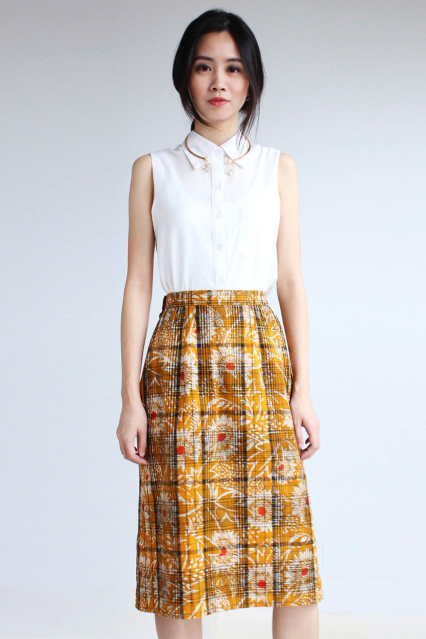 Lovely 80's plaid skirt that brightens up any outfit