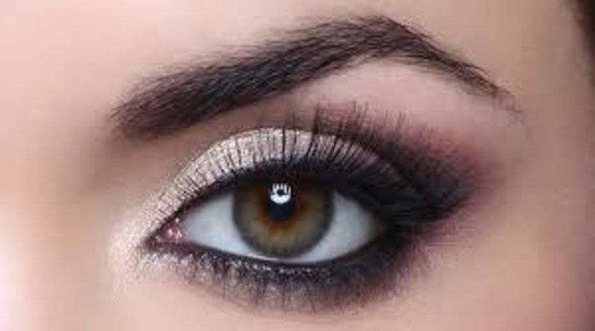 Say hi to classic lift eye makeup