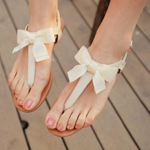 Bow Sandals - too sweet! :)