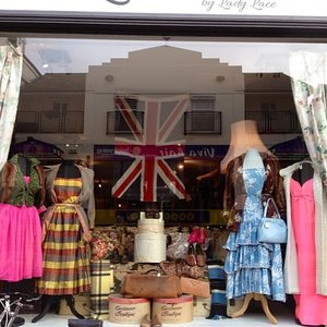 A pretty Brit-themed store front #ThisIsGREAT #Clozette #work