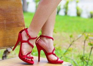 Steve Madden Sandals on http://www.crystalphuong.net/2014/03/crystals-closet-red-rose.html
